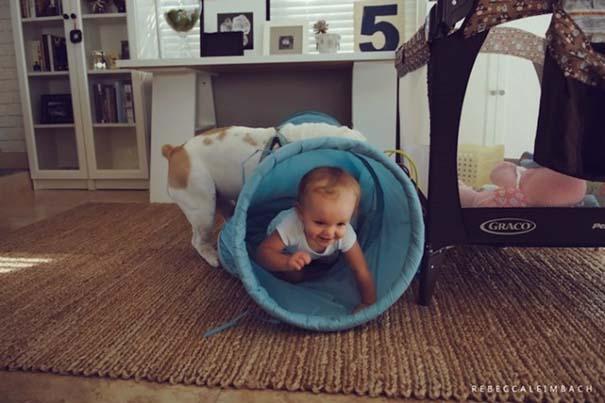 Κοριτσάκι με αγγλικό bulldog (2)