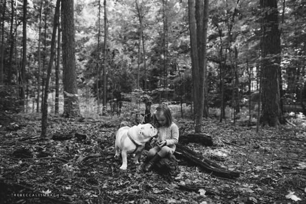 Κοριτσάκι με αγγλικό bulldog (4)