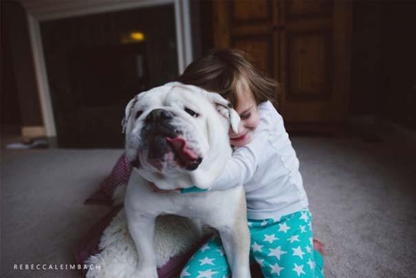 Κοριτσάκι με αγγλικό bulldog (6)