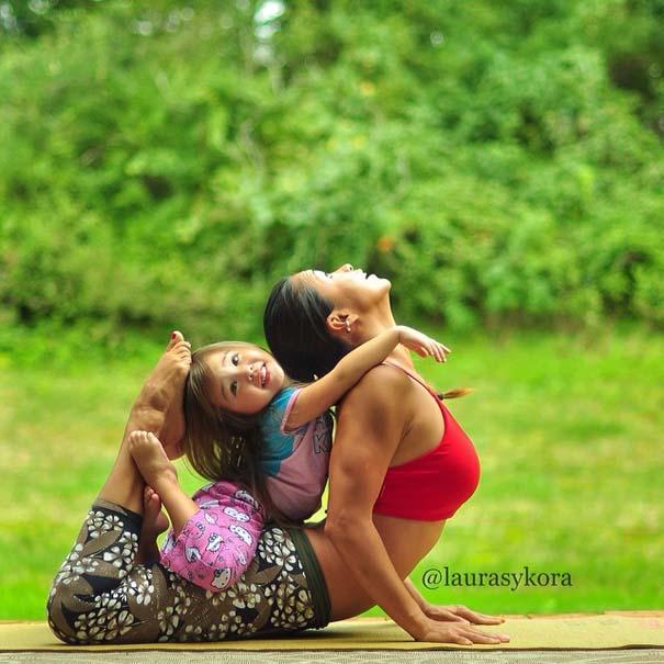 Μητέρα και 4χρονη κάνουν Yoga (3)