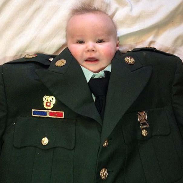 Μωρά με κουστούμι (11)
