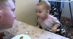 Μωρό έχει μια έντονη συζήτηση με τον μπαμπά του (Video)