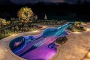 Πολυτελής πισίνα σε σχήμα βιολιού (1)