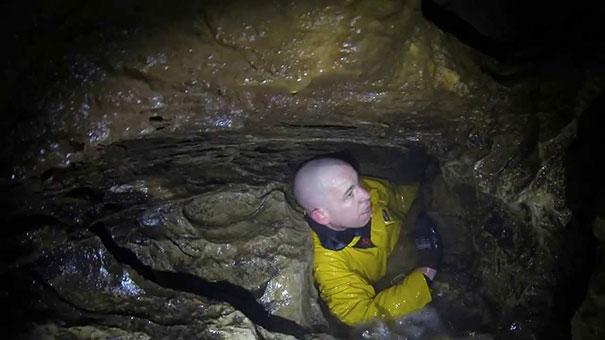 Πως είναι να εγκλωβίζεσαι σε μια σπηλιά που γεμίζει με νερό