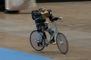 Το ρομπότ που κάνει ποδήλατο