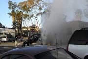 Σπασμένος κρουνός κρατάει αυτοκίνητο στον αέρα