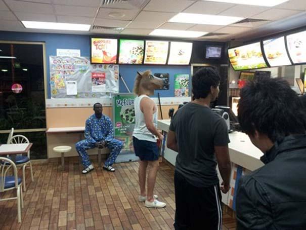 Θεότρελοι πελάτες σε Fast Food (8)