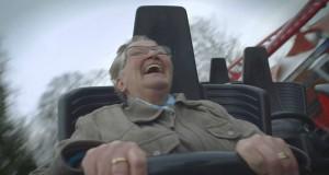 78χρονη γιαγιά ανεβαίνει για πρώτη φορά σε roller coaster (Video)