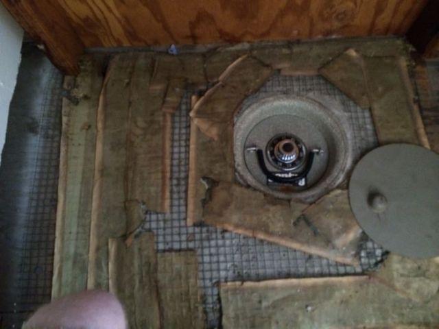 Ανακάλυψε κρυφό χρηματοκιβώτιο στην ντουλάπα (5)