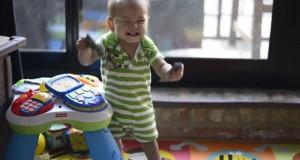Οι απίθανες αντιδράσεις μωρών όταν γυρνάει ο μπαμπάς στο σπίτι (Video)