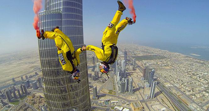 Πηδώντας από το Burj Khalifa