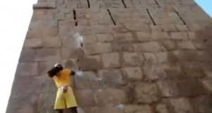Το εντυπωσιακό show του «ανθρώπου μαϊμού» (Video)