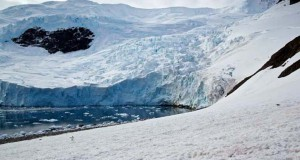 Φωτογράφιζε έναν παγετώνα, όταν ξαφνικά…