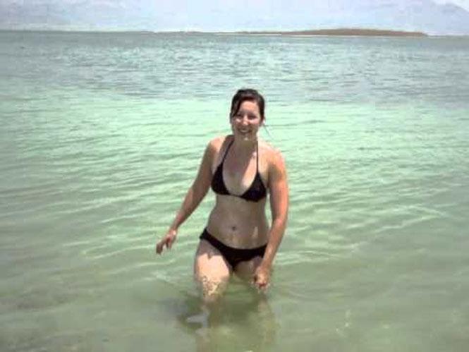 Κολυμπώντας στη Νεκρά θάλασσα