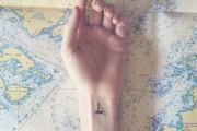 Μικροσκοπικά τατουάζ με το αντίστοιχο φόντο (5)