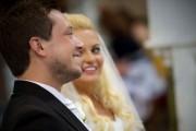 Παπάς έκανε μια απίστευτη συγκινητική έκπληξη σε ζευγάρι κατά τη διάρκεια του γάμου