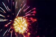 Πετώντας μέσα από ένα show πυροτεχνημάτων