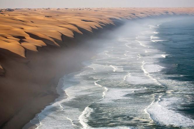 Εκεί που η έρημος Ναμίμπ συναντά τον Ατλαντικό Ωκεανό | Φωτογραφία της ημέρας