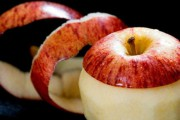 Ο πιο γρήγορος τρόπος για να καθαρίσεις μήλα