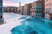 Σουρεαλιστικές εικόνες με τα κανάλια της Βενετίας εντελώς παγωμένα (1)