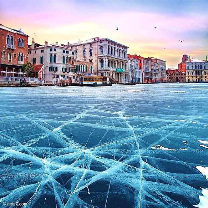 Σουρεαλιστικές εικόνες με τα κανάλια της Βενετίας εντελώς παγωμένα (3)