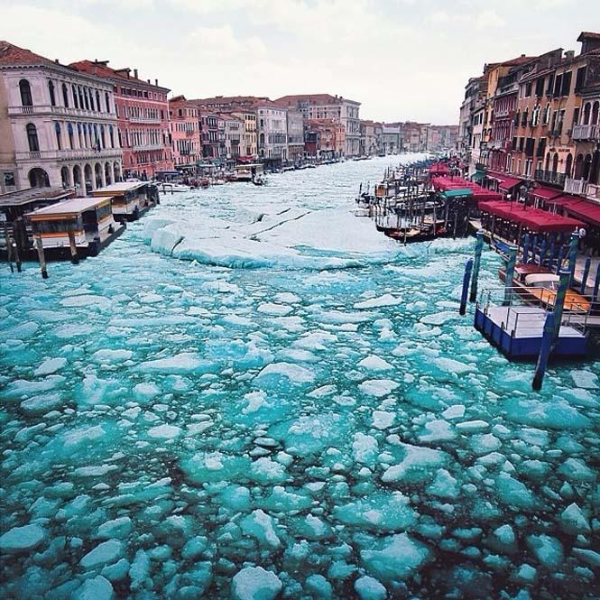 Σουρεαλιστικές εικόνες με τα κανάλια της Βενετίας εντελώς παγωμένα (4)