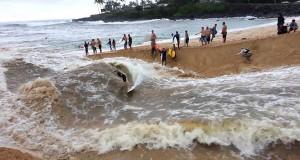 Surfing στις εκβολές ενός αυτοσχέδιου ποταμού (Video)