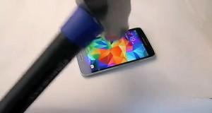 Τεστ αντοχής με σφυρί σε Samsung Galaxy S5 έχει εντελώς αναπάντεχη εξέλιξη (Video)