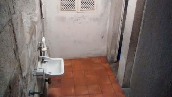 Η «μυστική» τουαλέτα μιας εκκλησίας (6)