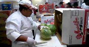 Αυτός ο τύπος κόβει καρπούζια σαν… πεινασμένος Ninja! (Video)