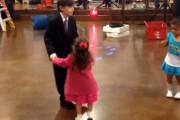 Ζηλιάρικο κοριτσάκι δέχεται την πρώτη του χυλόπιτα
