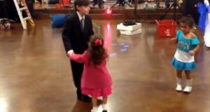 Ζηλιάρικο κοριτσάκι δέχεται την πρώτη του χυλόπιτα (Video)