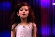 8χρονη μαγεύει με την ερμηνεία της τραγουδώντας «Fly Me To The Moon»