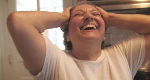 Ελληνίδα μάνα παθαίνει ντελίριο όταν μαθαίνει πως θα βγει sequel της ταινίας My Big Fat Greek Wedding (Video)