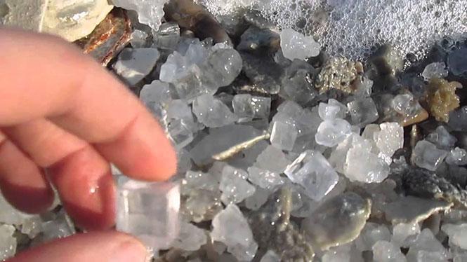 Φυσικοί κύβοι αλατιού από τη Νεκρά Θάλασσα