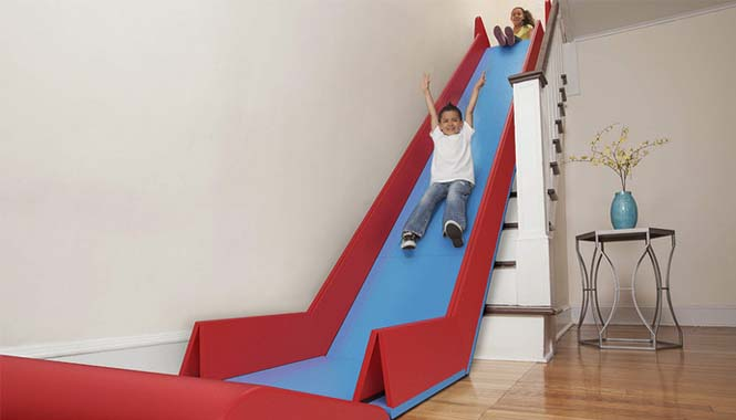 Το gadget που μετατρέπει οποιαδήποτε σκάλα σε τσουλήθρα (1)