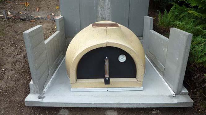 Η κατασκευή ενός ξυλόφουρνου (10)