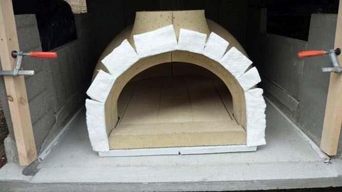 Η κατασκευή ενός ξυλόφουρνου (12)