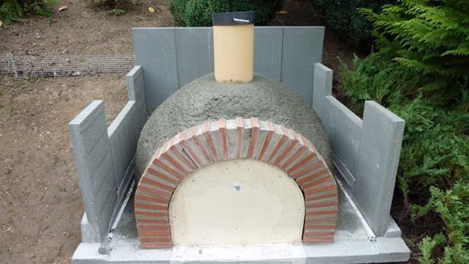 Η κατασκευή ενός ξυλόφουρνου (18)