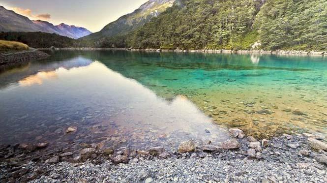 Κρυστάλλινη λίμνη στη Νέα Ζηλανδία (2)