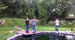 Φάρσα – έκπληξη με bungee jumping σε μέλλοντα γαμπρό (Video)