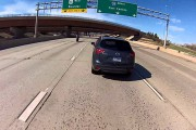 Μοτοσικλετιστής κατέγραψε την σύγκρουσή του με αυτοκίνητο ενώ έτρεχε με 225 χλμ/ώρα