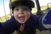 Μωρό κάνει κούνια με GoPro