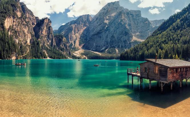 Καλύβα μέσα στη λίμνη | Φωτογραφία της ημέρας