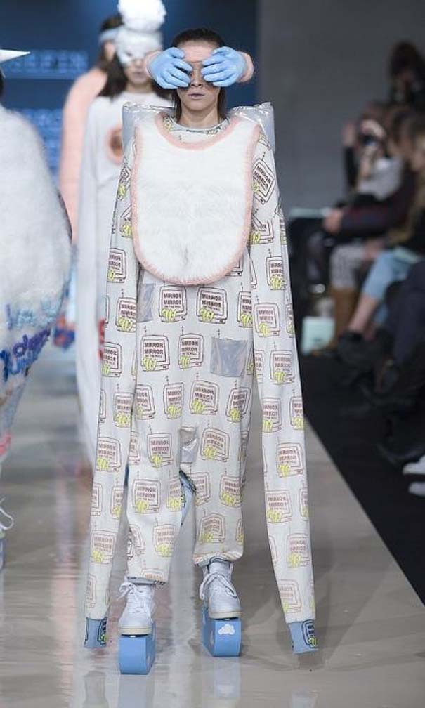 Τα πιο περίεργα πράγματα που έχουν φορεθεί σε μια επίδειξη μόδας (4)