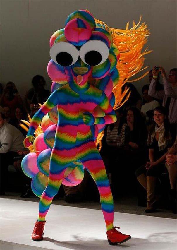 Τα πιο περίεργα πράγματα που έχουν φορεθεί σε μια επίδειξη μόδας (7)