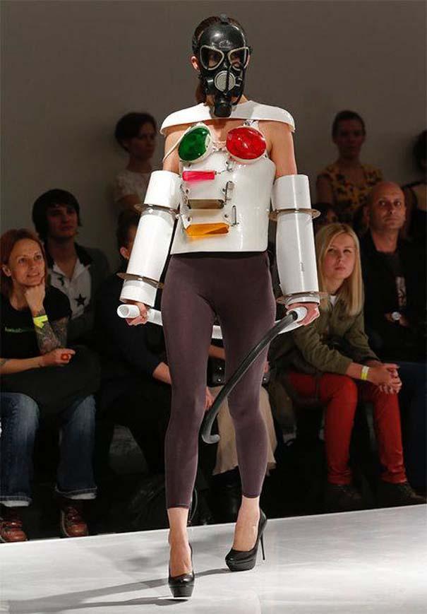 Τα πιο περίεργα πράγματα που έχουν φορεθεί σε μια επίδειξη μόδας (10)