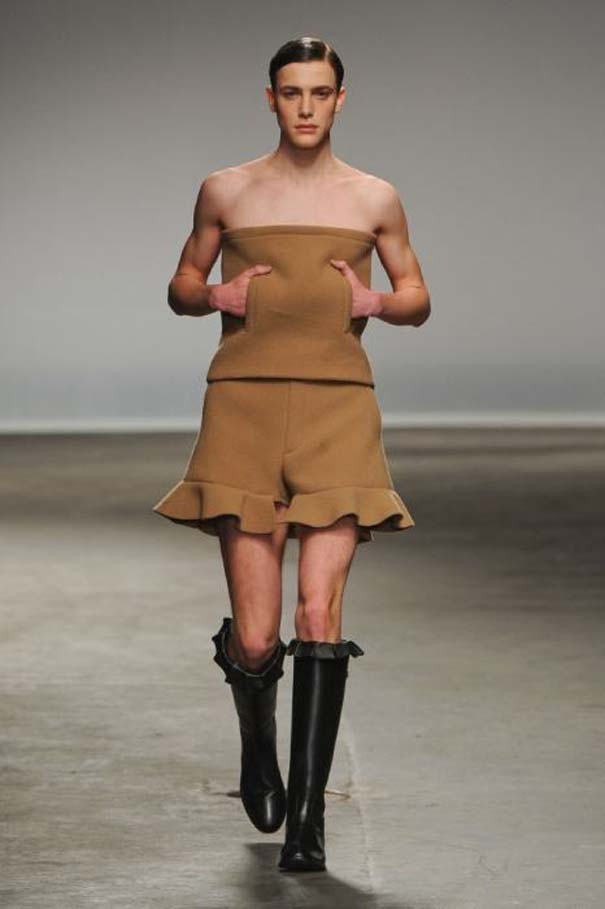 Τα πιο περίεργα πράγματα που έχουν φορεθεί σε μια επίδειξη μόδας (12)