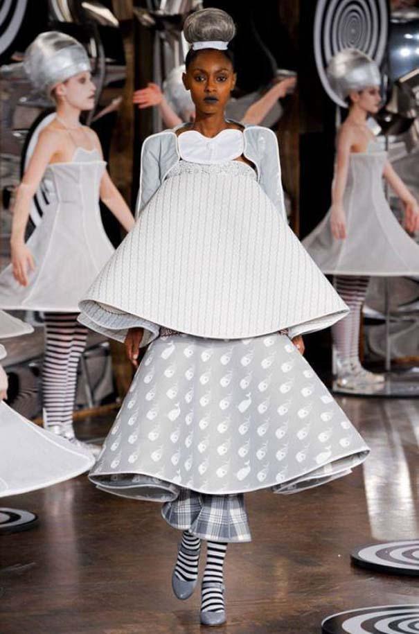 Τα πιο περίεργα πράγματα που έχουν φορεθεί σε μια επίδειξη μόδας (16)