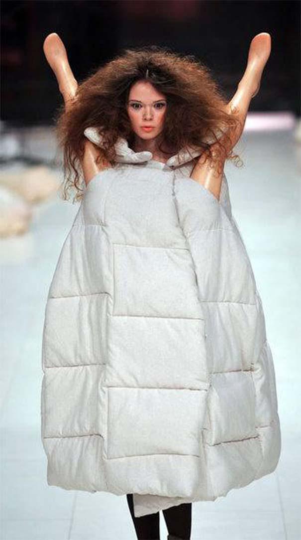 Τα πιο περίεργα πράγματα που έχουν φορεθεί σε μια επίδειξη μόδας (19)